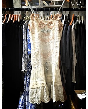 Gado Gado | Vintage style dress with lace & embroidery detailing